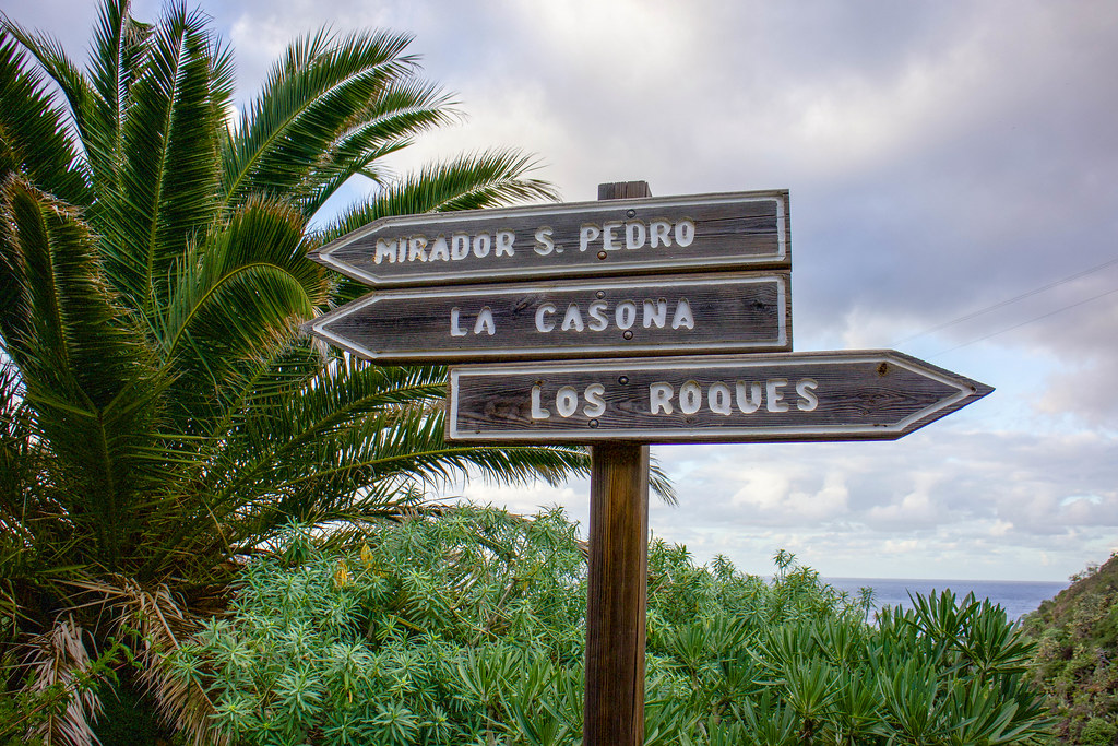 Señales de sendero en la Rambla de Castro