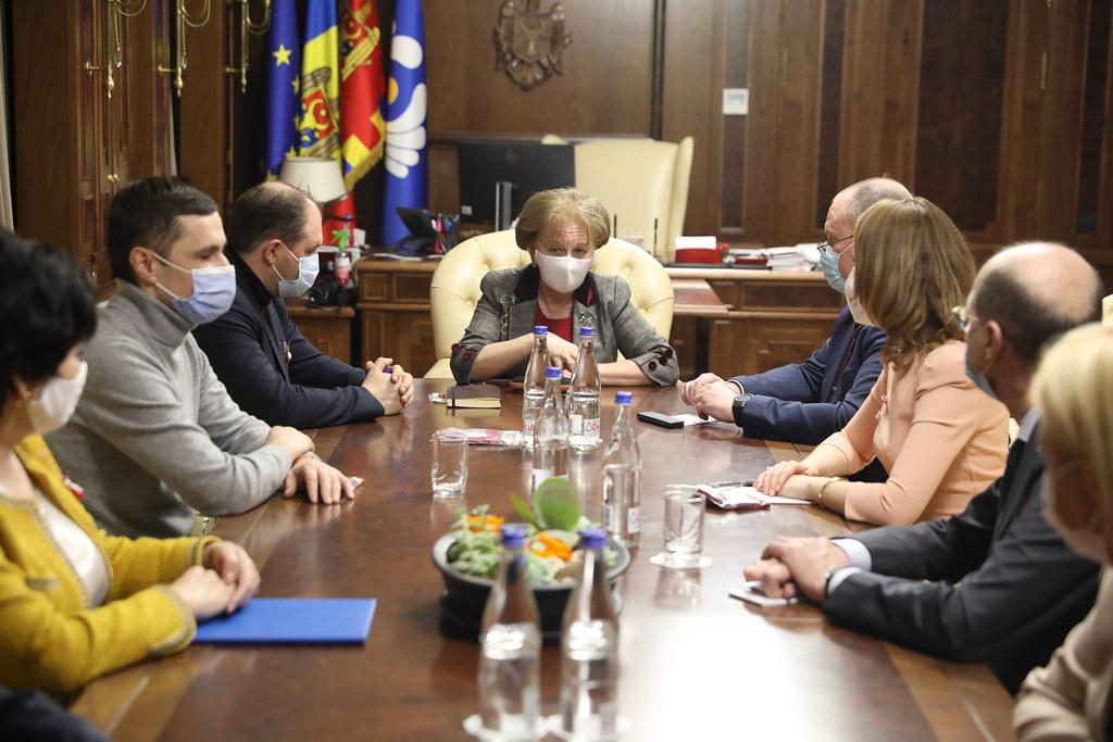 01.03.2021 Președintele Parlamentului, Zinaida Greceanîi a convocat membrii Guvernului în exercițiu pentru examinarea situației pandemice și soluțiilor de vaccinare a populației