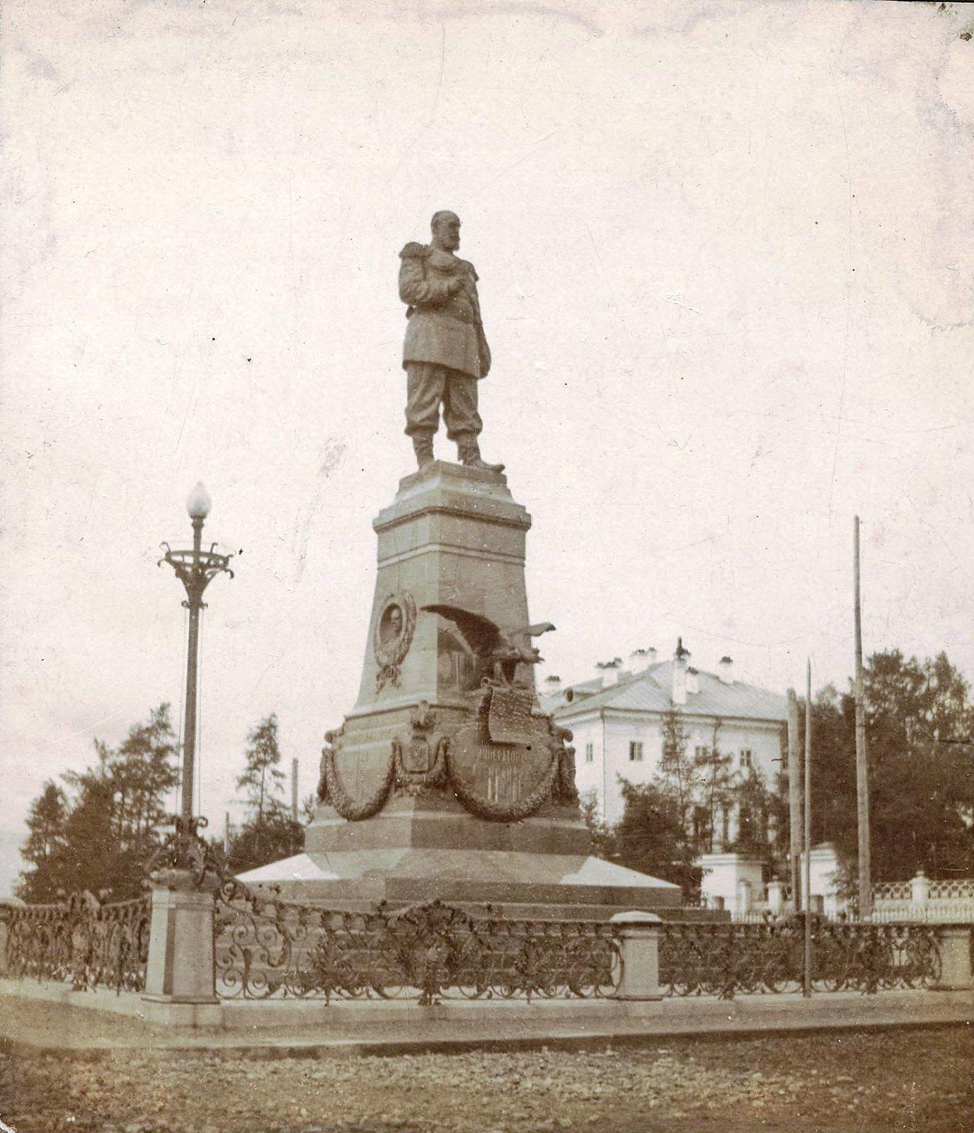 05. Набережная. Памятник Александру III. 20 августа 1911