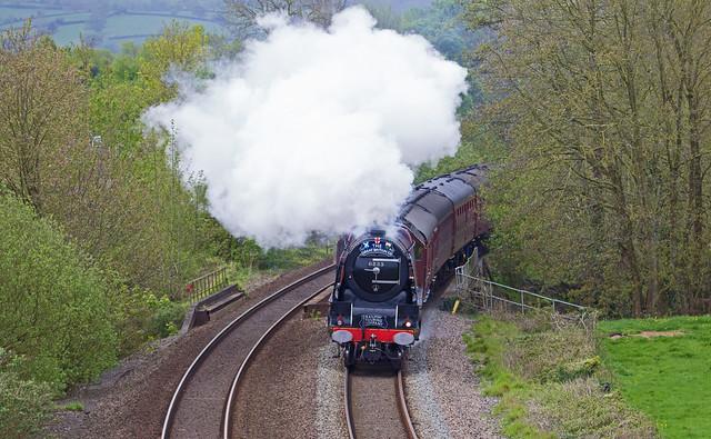 steaming round the bend - LMS Coronation Class (6233) Duchess of Sutherland - Devon 2019