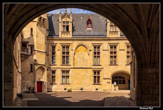 Paris_Hôtel de Sens_Rue du Fauconnier_4e Arrondissement