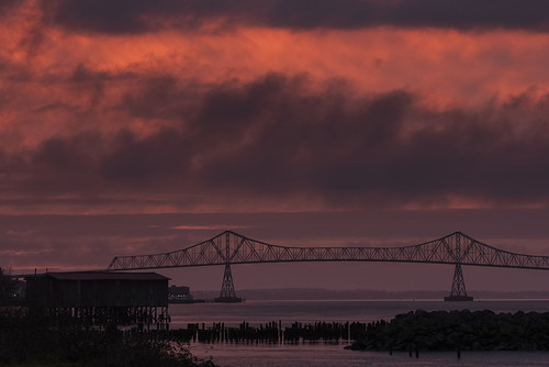 astoria oregon oregoncoast sunset astoriameglerbridge bridge pacificnorthwest clouds colorfulsunset evening columbiariver garyquay garylquay nikon myoregon oregonexplored pnwexplored pnw cascadia cascadiaexplored usa