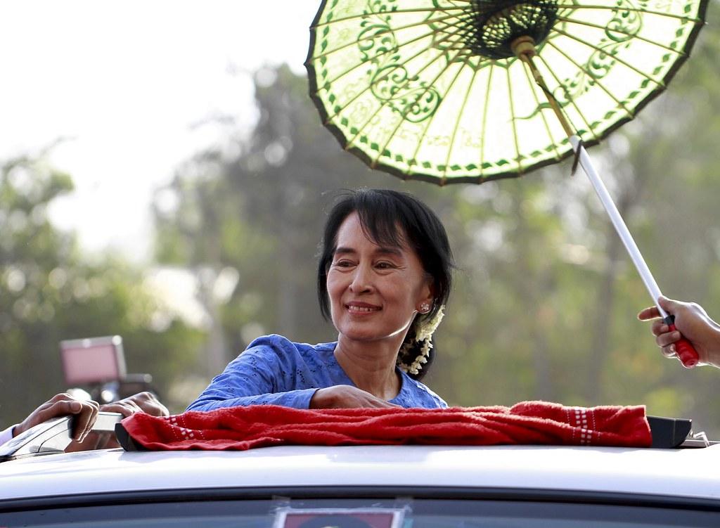 อองซานซูจีระหว่างหาเสียงเลือกตั้งปี 2012