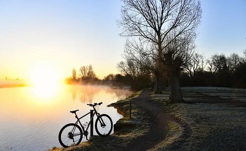 riverthames thamestowpath thames mountainbiking oxford sunrise spring cycling