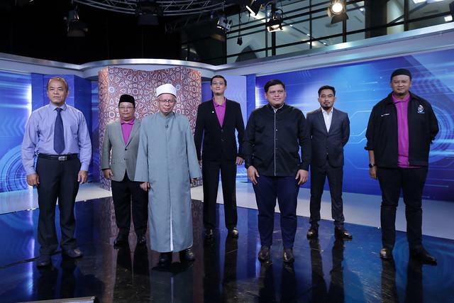 Yb Menteri Bersama Ketua Pegawai Eksekutif Tv Alhijrah Sewaktu Melancarkan Rancangan Dengar
