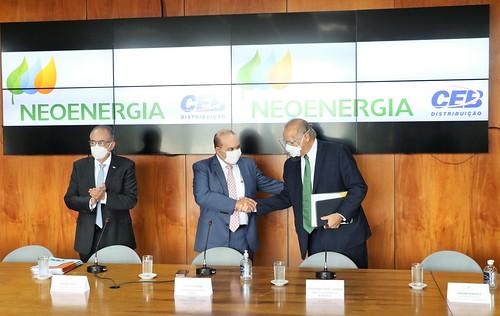 Grupo Neoenergia assume operação da CEB e promete triplicar investimentos