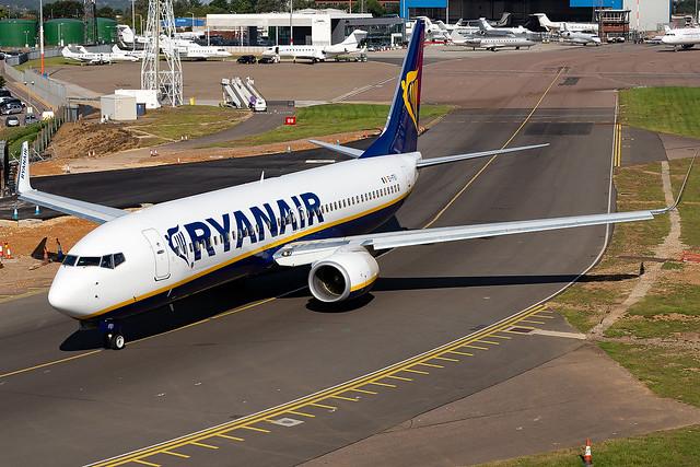 EI-FEI Ryanair B737-800 London Luton Airport