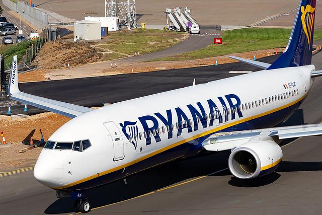 EI-GJC Ryanair B737-800 London Luton Airport