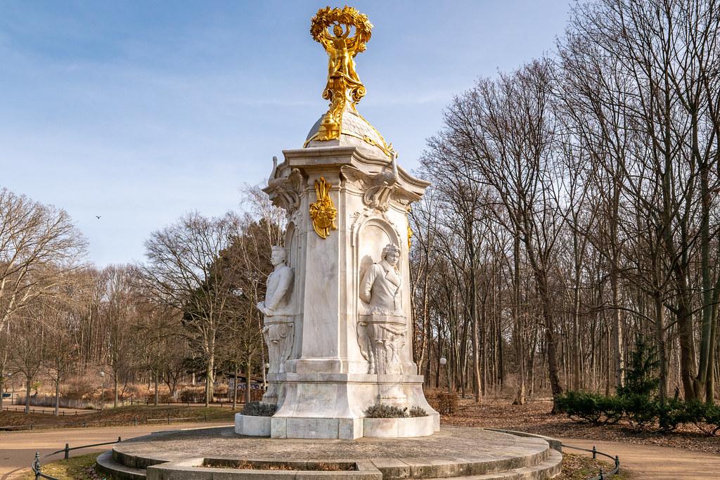 Berlin, Tiergarten: Beethoven-Haydn-Mozart-Denkmal (Komponistendenkmal) - Berlin, Tiergarten Park: Beethoven Haydn Mozart Monument (Composers' Monument)