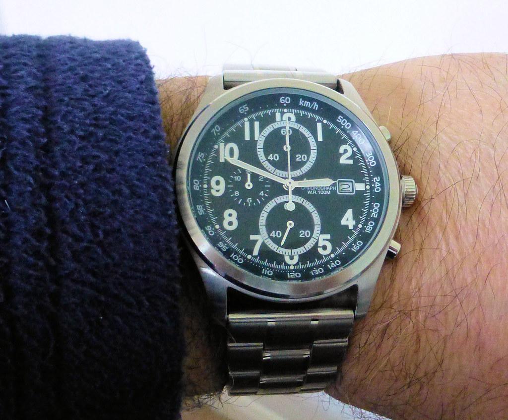 accurist chrono wrist