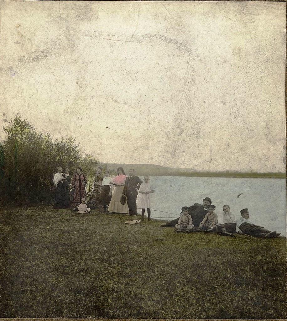 32. Окрестности города. На пикнике. Берег Иркута. 17 мая 1909