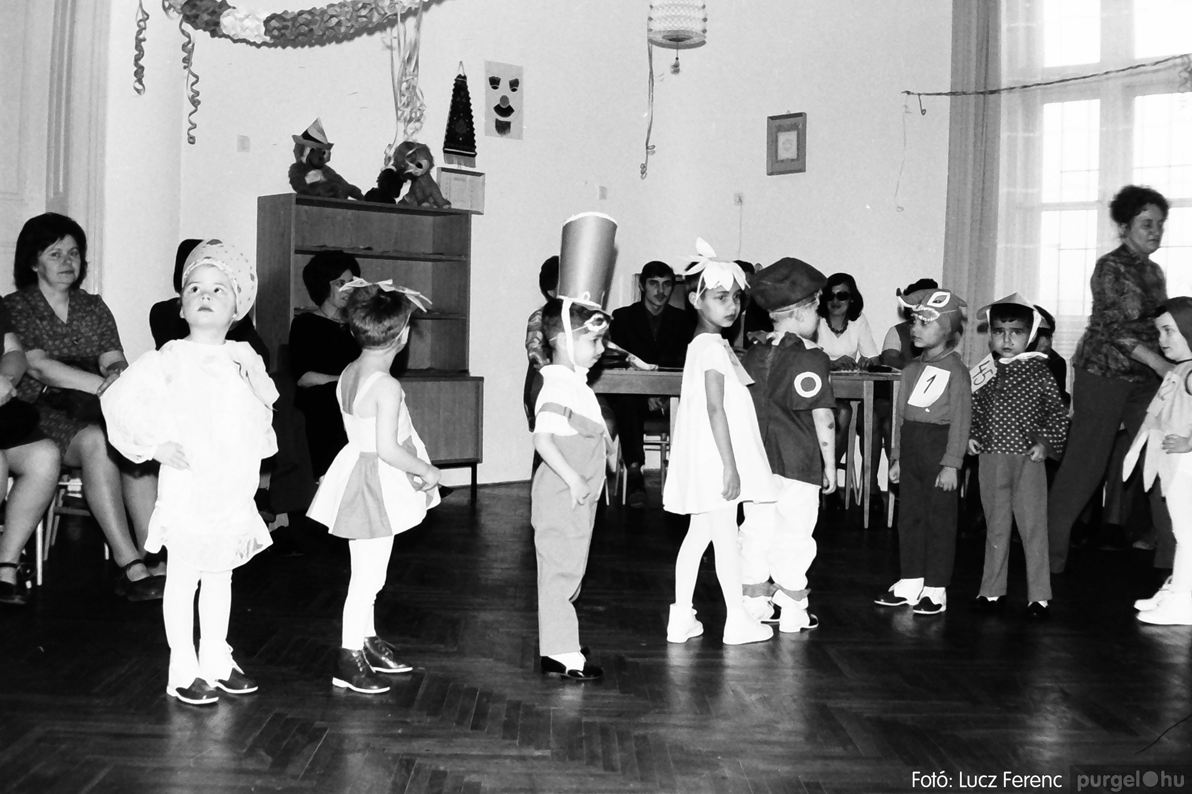 074. 1977. Farsang a gyermekotthonban 003. - Fotó: Lucz Ferenc.jpg