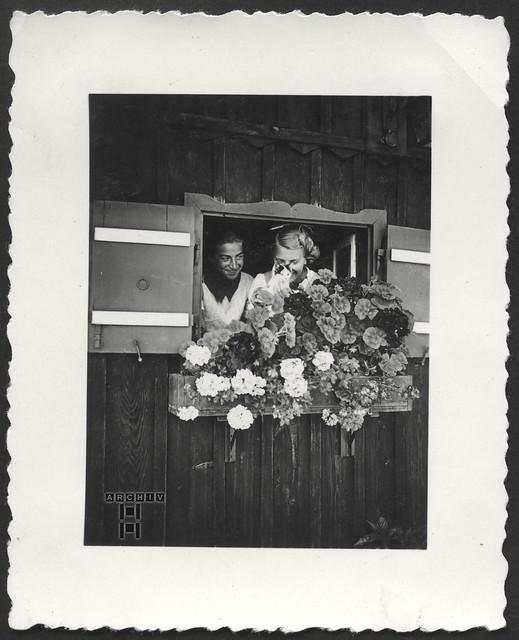 ArchivTappen23AAl2g153 Fenstergucker, 1930er