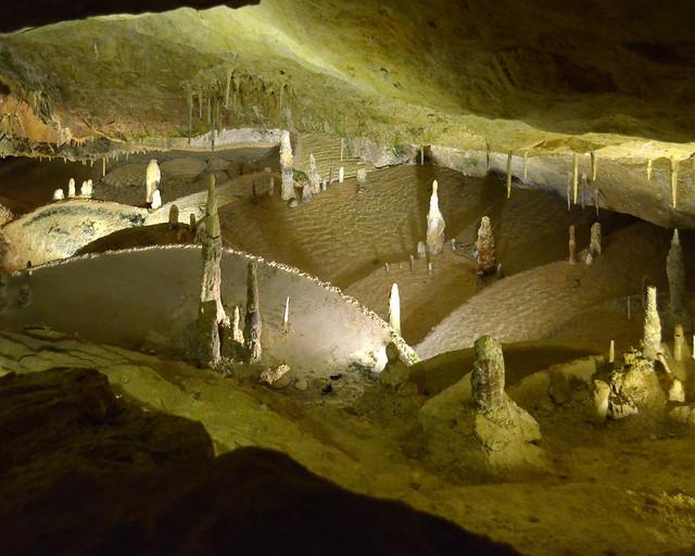Interior de la Cova de Can Marçà