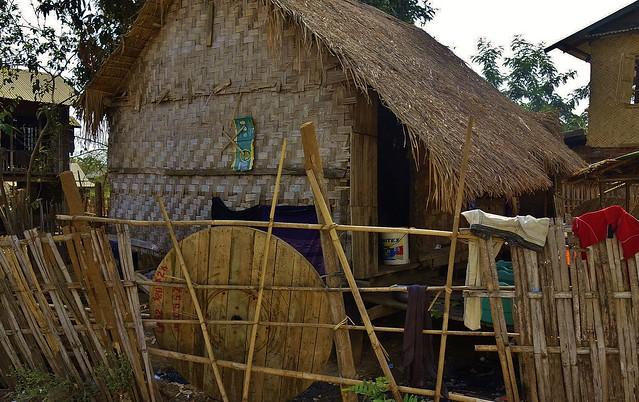 MYANMAR , Burma - Unterwegs nach Bagan, in einem Dorf, 78212/13438
