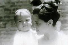 Elvia y nuestra Pequeu00f1a Adriana. La Paz Cesar. 1972.