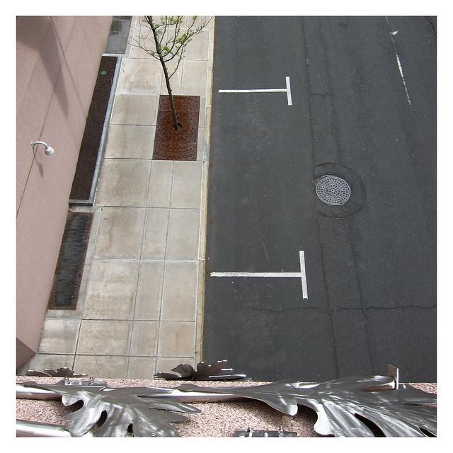 Doppel-T-Träger / Eye on the Sidewalk Meets Eye in the Road