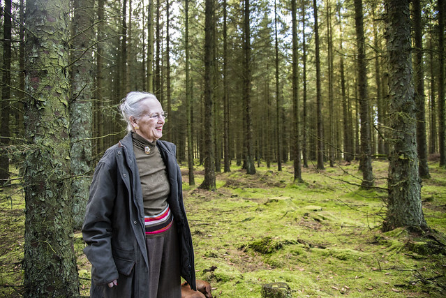 Koningin Margrethe van Denemarken stuurt lentegroet uit Trend (2021)