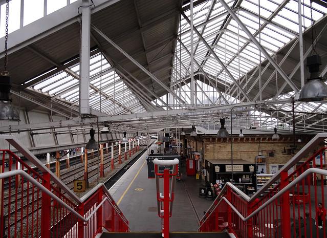 Platfform 5, Gorsaf Cryw / Platfrom 5, Crewe Station