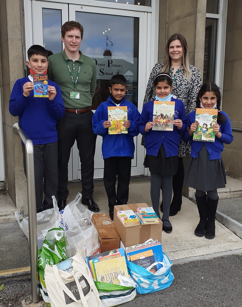 Ast  Principal Bryony Bardwell Reading Lead Craig Roberts of Drove Primary School with books for World Book Day donated by Swindon Soroptimists