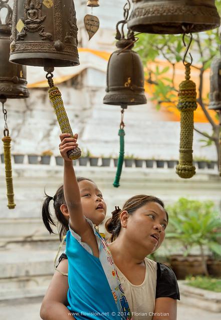 Bangkok temple life