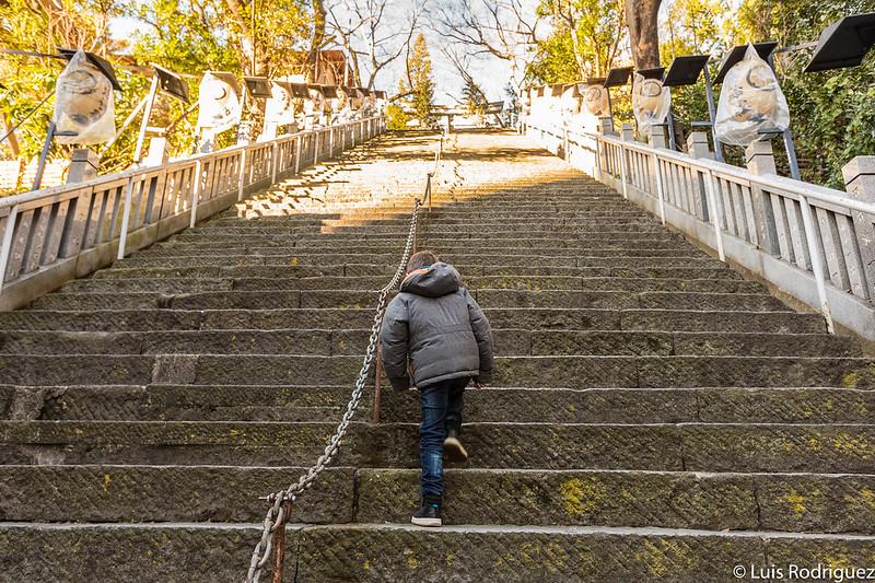 Escaleras del éxito del santuario Atago