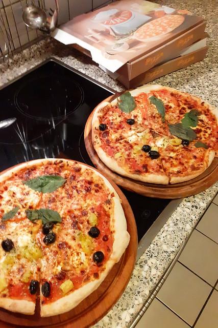 Zwei Pizze von Angelo_Greca und Caprese ... Brigitte Stolle