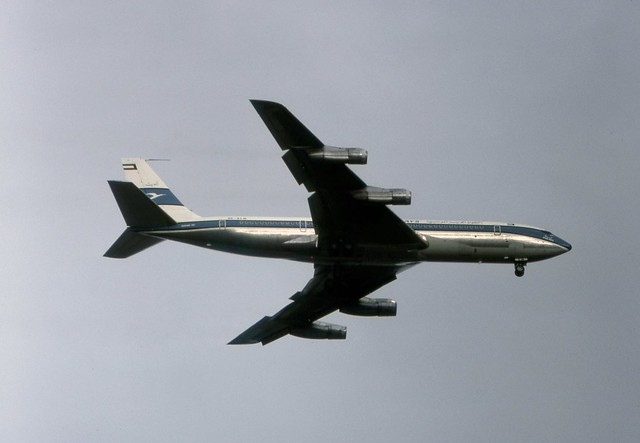 9K-ACM Kuwait Airways Boeing 707-369C on runway 23 approach to London Heathrow