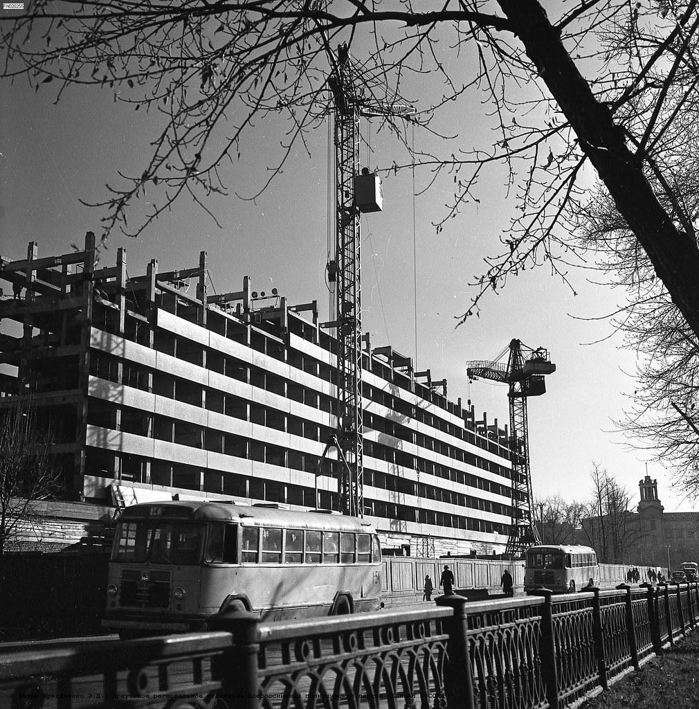 1967. Строится гостиница «Ангара»