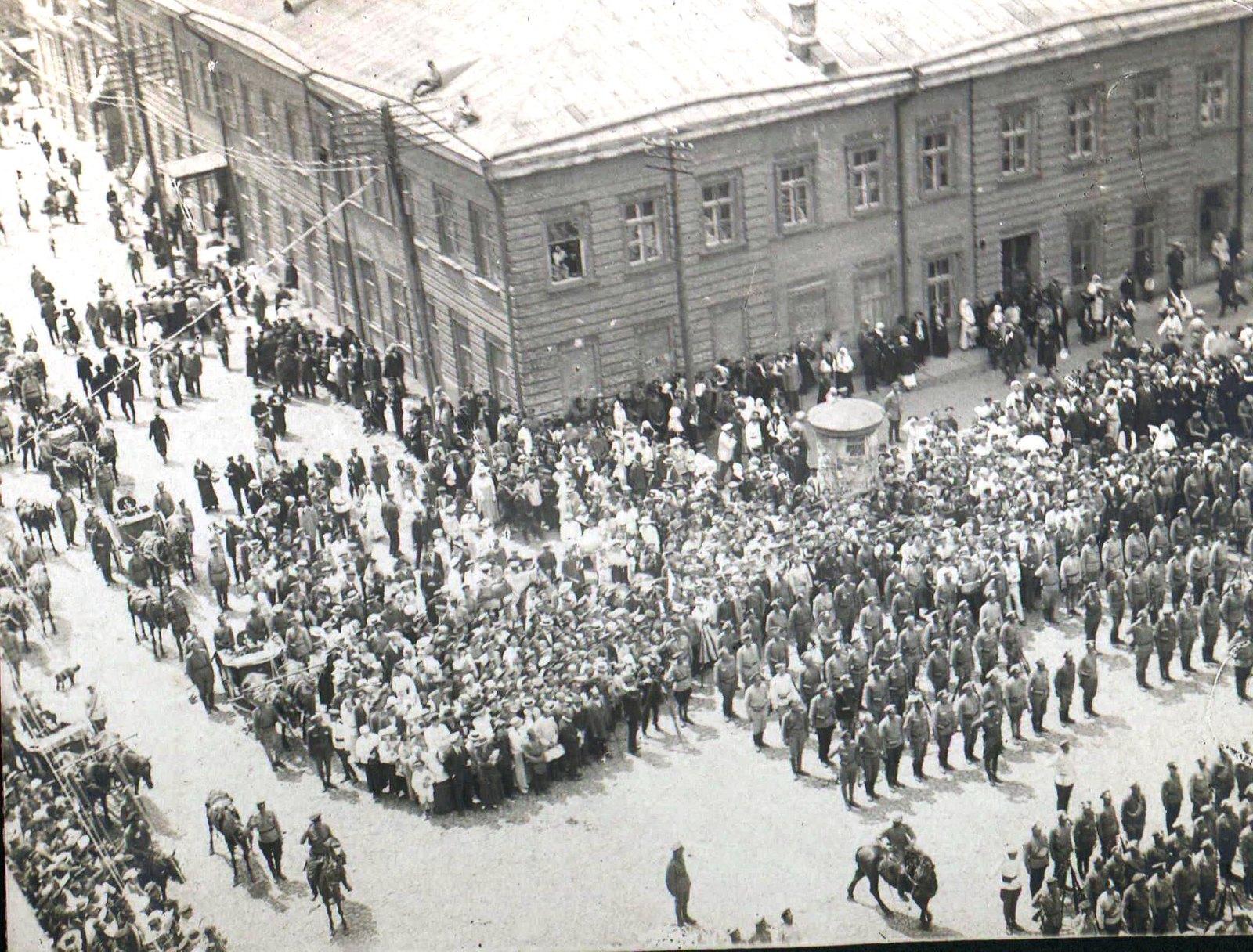 142. 1919. Панихида по павшим воинам в Харькове, июнь