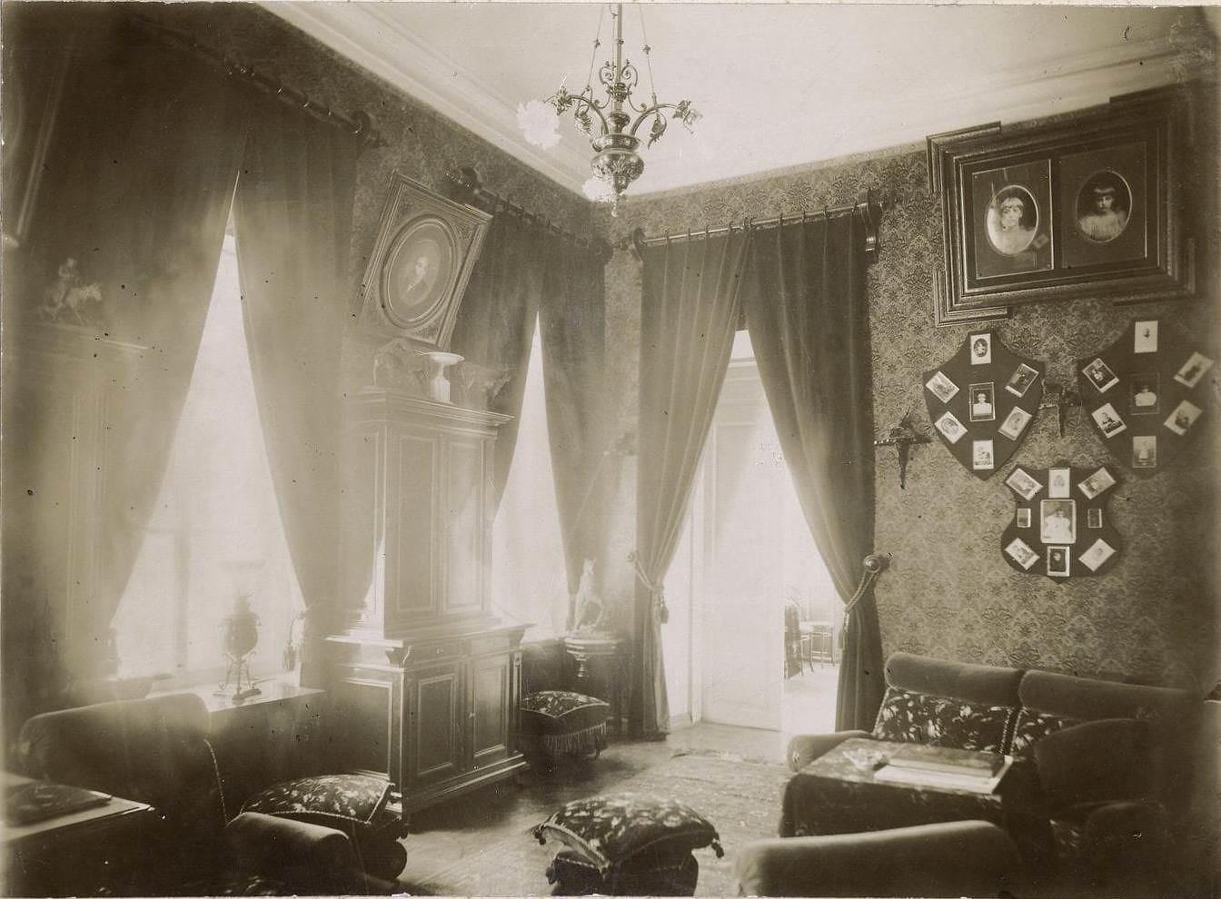 Кабинет в городском доме купцов Малышевых. [1911