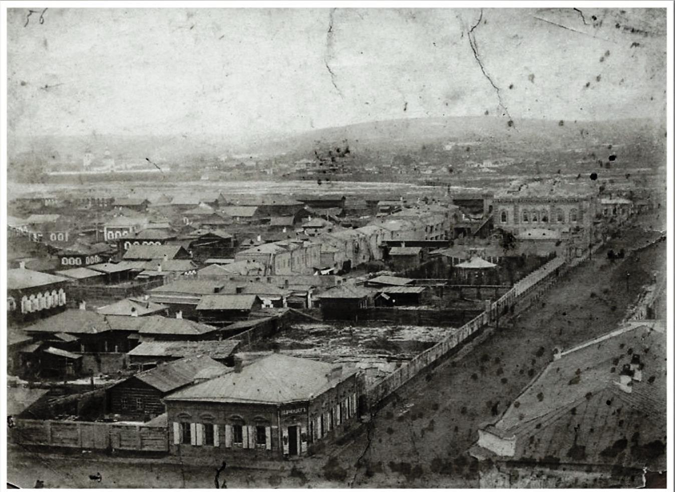 43. Вид Большой и Грамматинской улиц  колокольни Благовещенской церкви в сторону Ангары. 1883