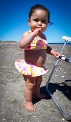 Ella disfrutando el sol y la playa...