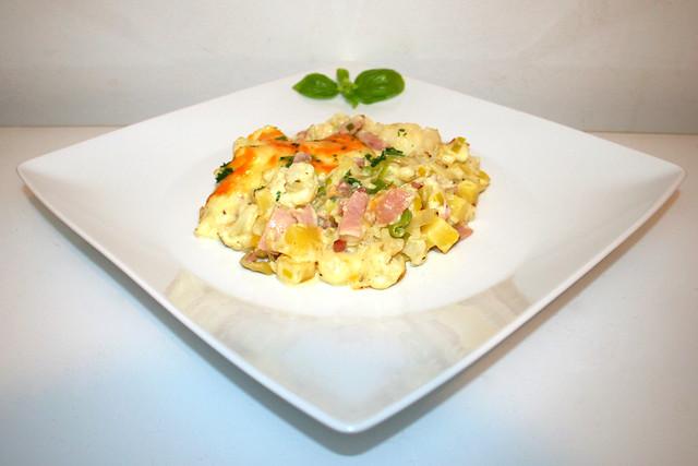 45 - Cauliflower potato casserole with leak, bacon & ham - Side view / Blumenkohl-Kartoffel-Auflauf mit Lauch, Speck & Schinken - Seitenansicht
