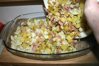 38 - Put mix in casserole / Mischung in Auflaufform geben