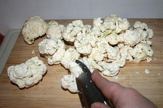 03 - Cut cauliflower in florets / Blumenkohl in Röschen zerteilen