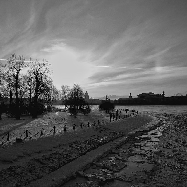 Frosty day on the embankments of the river Neva