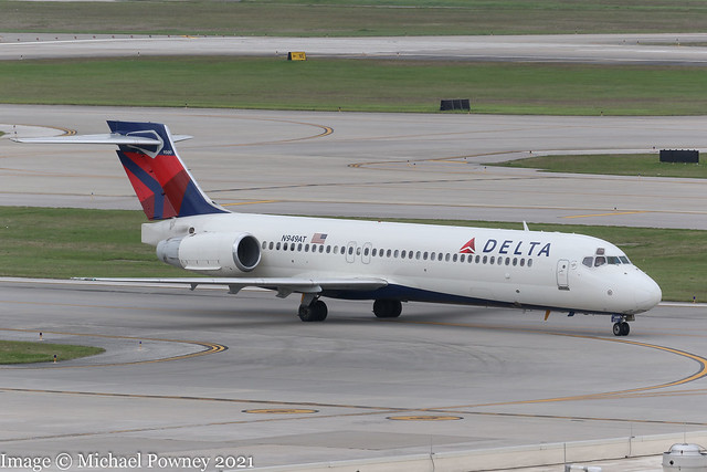 N949AT - 1999 build Boeing B717-2BD, taxiing to parking on arrival at Houston