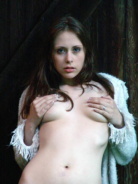 Modest Crissa