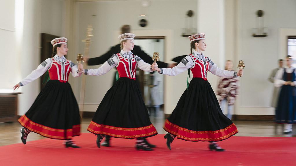 RTU tautas deju ansamblis «Vektors» sadarbībā ar duetu «ZeMe» radījis video klipu «ATMIŅU KALEIDOSKOPS»