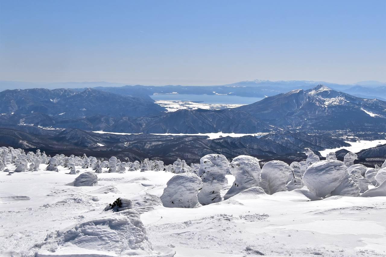 西吾妻山から眺める磐梯山と猪苗代湖