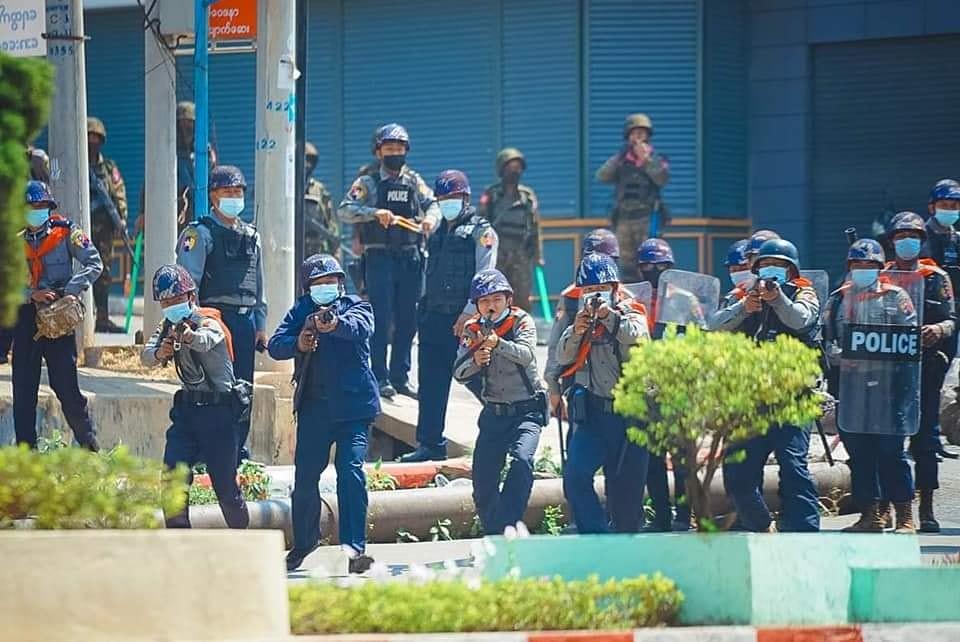 การสลายการชุมนุมที่ตองจี รัฐฉาน เมื่อวันที่ 2 มี.ค. 2564 ภาพโดย Tachilek News Agency