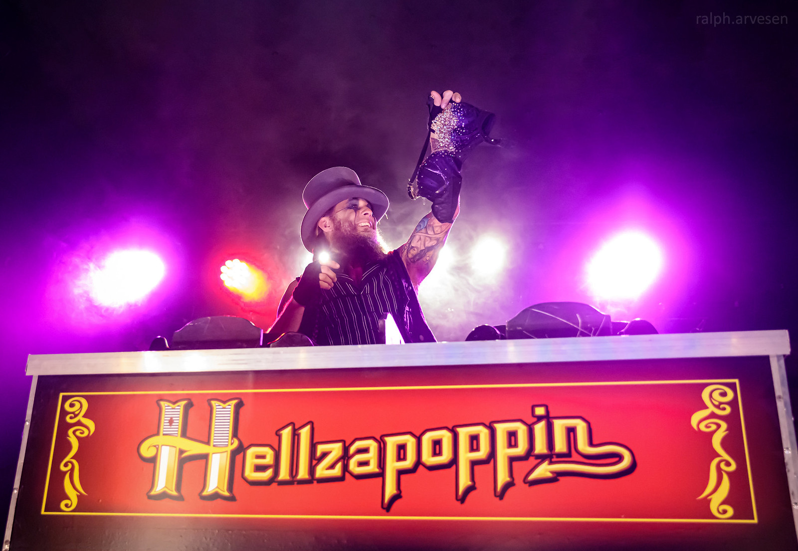 Hellzapoppin | Texas Review | Ralph Arvesen
