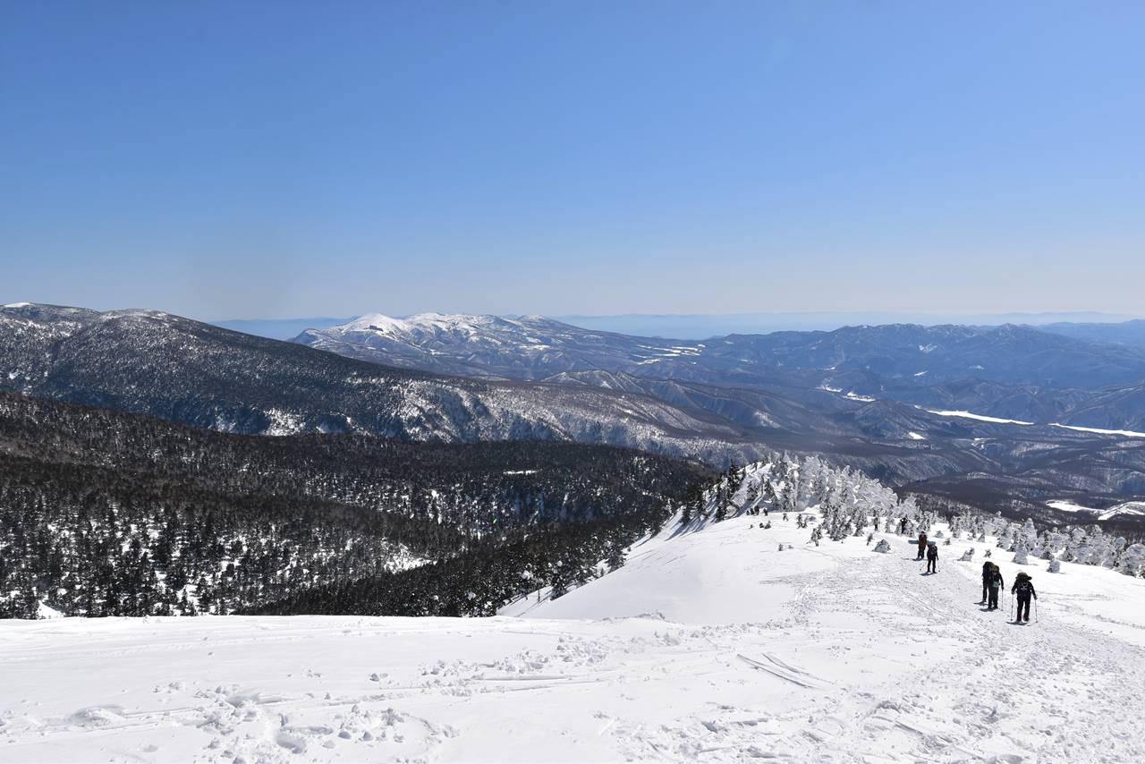 西大巓から眺める安達太良山