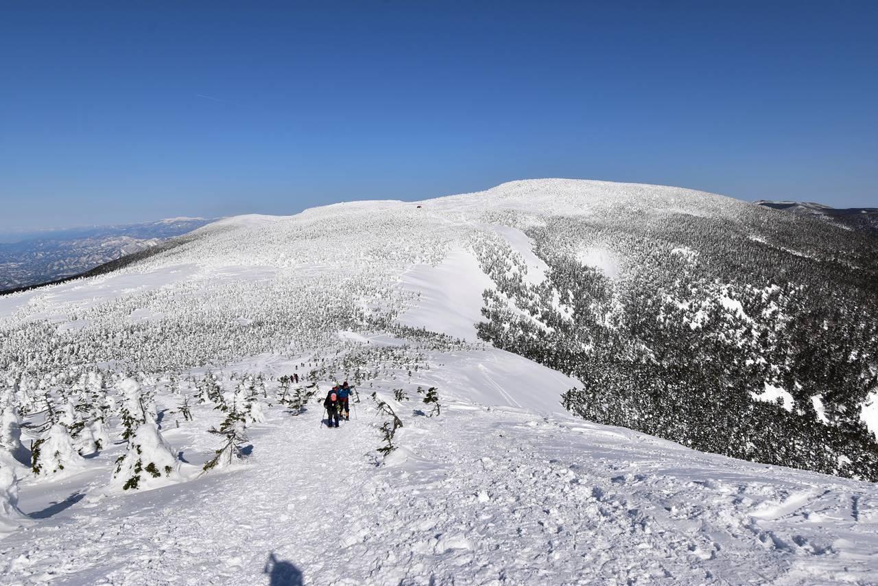 西大巓~西吾妻山の雪の稜線