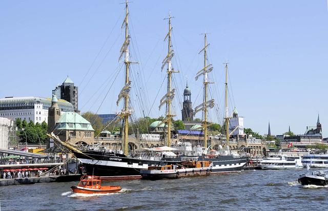 4747 Fotos vom Hamburger Hafengeburtstag - Hochbetrieb auf dem Wasser und an Land.