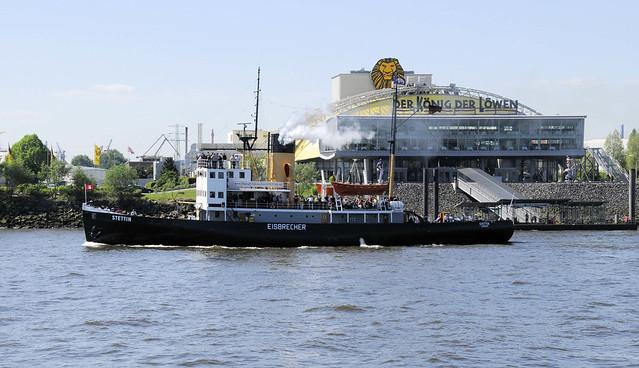 4694 Fotos vom Hamburger Hafengeburtstag - Hochbetrieb auf dem Wasser und an Land.