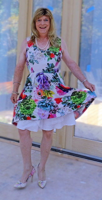 It will soon be time to wear dresses like this one!