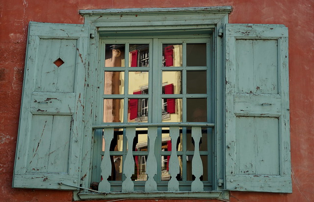 Because I love red shutters !