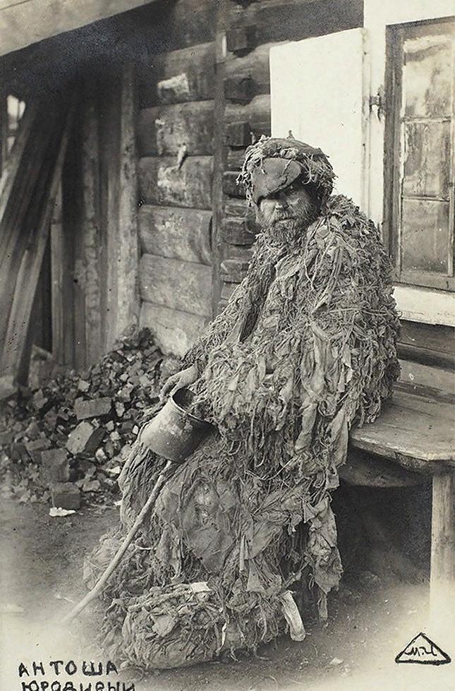 Антоша Юродивый на станции Черемхово. 1900